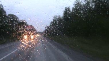 Tegemoetkomende auto 's — Stockvideo