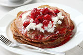 Pancakes with ricotta and raspberry sauce — Stock Photo