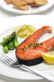 Cooked salmon steak — Stock Photo