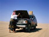 Coche atrapada en el desierto — Foto de Stock
