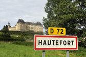 Señal del pueblo de la ciudad de hautefort — Foto de Stock