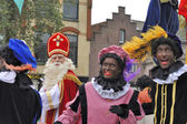 Sinterklaas arriving on his Steamboat with his black helpers (Zw — Stock Photo