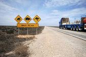 Pociąg drogowy na szosie eyre — Zdjęcie stockowe