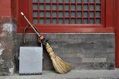 Broom and waste basket — Stock Photo