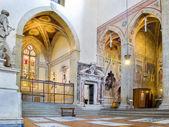 Transetto nord del basilica di santa croce. firenze, italia — Foto Stock