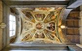 Teto da basílica capela na basílica de santa croce. florença, itália — Foto Stock