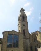 市中心的大教堂钟楼圣十字教堂。佛罗伦萨意大利 — 图库照片