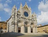 Fassade des Doms von Siena. Toskana, Italien — Stockfoto
