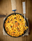 Fettuccini alla Puttanesca. — Stock Photo
