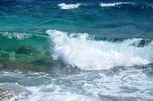 Waves on a shoreline — Stock Photo