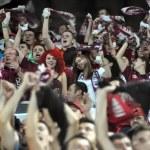 Fußball-Fans im Stadion — Stockfoto