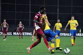 Jugador de fútbol dribling — Foto de Stock