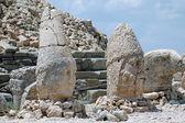 Tombadas cabeças dos deuses no topo do monte nemrut em turquia — Foto Stock