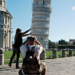Tourists posing near Leaning Tower, Pisa, Italy — Stock Photo #18515713