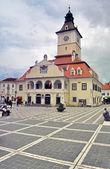 La piazza del consiglio in brasov, romania — Foto Stock