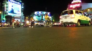 Chaotically road traffic with hundreds of scooters in Saigon (Ho Chi Minh City), Vietnam — Stock Video