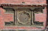 Carved wooden window on the Royal Palace. Patan, Nepal — Stockfoto