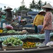 Fruit sellers in Floating market. Mekong delta, Vietnam — Stock Photo #35653057