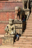 People resting in Bhaktapur, Nepal — Stock Photo