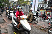 Crowded scooter traffic in Hanoi, Vietnam — Stock fotografie