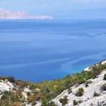 Sea coastline with eroded limestone cliffs — Stock Photo