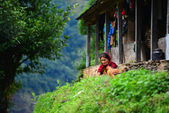 Nepali woman in the Annapurna mountains — Stock Photo