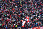 Fans of Dinamo Bucharest football club — Stockfoto