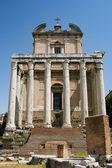 Świątynia Antonina i Faustyny — Zdjęcie stockowe
