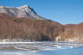 Lago congelado en el montseny — Foto de Stock