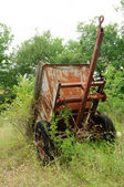 Old rusty trailer from the front — Stock Photo