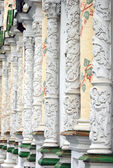 Columns decorated by painting and nature patterns in Trinity Sergius Lavra — Stock Photo
