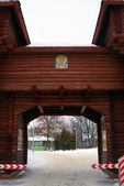 Entrance gates to Dmitrov Kremlin. — Stockfoto