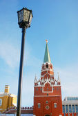 Moscow Kremlin Tower and wall. Vintage lantern. — Stock Photo