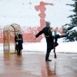Guard of honour near Eternal flame war monument in Aleksandrovsk — Stockfoto