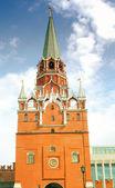 Moscow kremlin toren en de muur. — Stockfoto