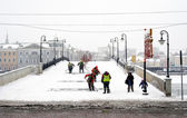 Workers clearing the bridge from snow. Snowstorm in Moscow — Stock Photo