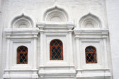Tre fönster av en gammal kyrka — Stockfoto