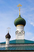 Old orthodox church cupolas. Historical city center of Yaroslavl, Russia. — Stock Photo