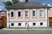 A woonden house. Kremlin in Kolomna, Russia. — Stock Photo