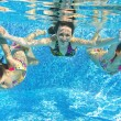 Happy smiling family underwater in swimming pool — Stock Photo