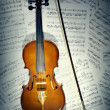 Violin notes. Musical instruments with music sheet — Stock Photo