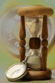 Reloj de arena y el reloj. tiempo — Foto de Stock
