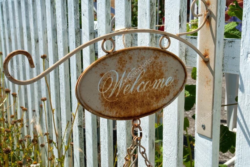 Rusty Welcome metal sign in an entry to a house — Stock Photo #13130223