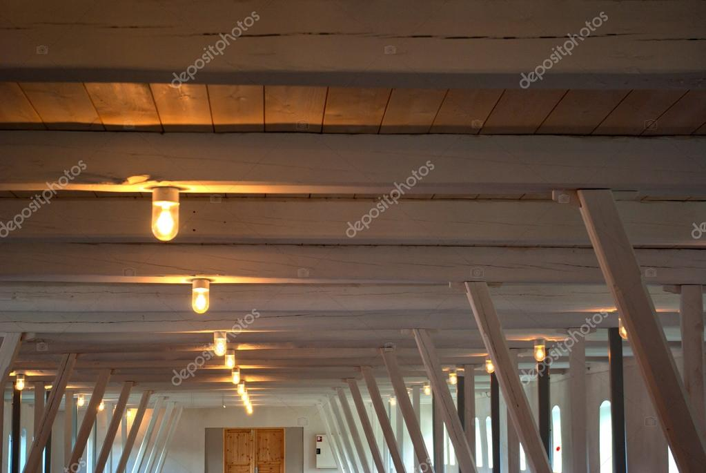 Rustieke land stijl plafond stockfoto ronyzmbow 13897405 - Plafond met balk ...