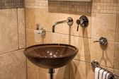 Mooie modernclassical badkamer in luxe nieuwe huis — Stockfoto