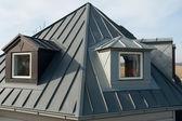 Modern dikey çatı penceresi — Stok fotoğraf