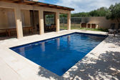 Modern backyard with swimming pool — Stock Photo