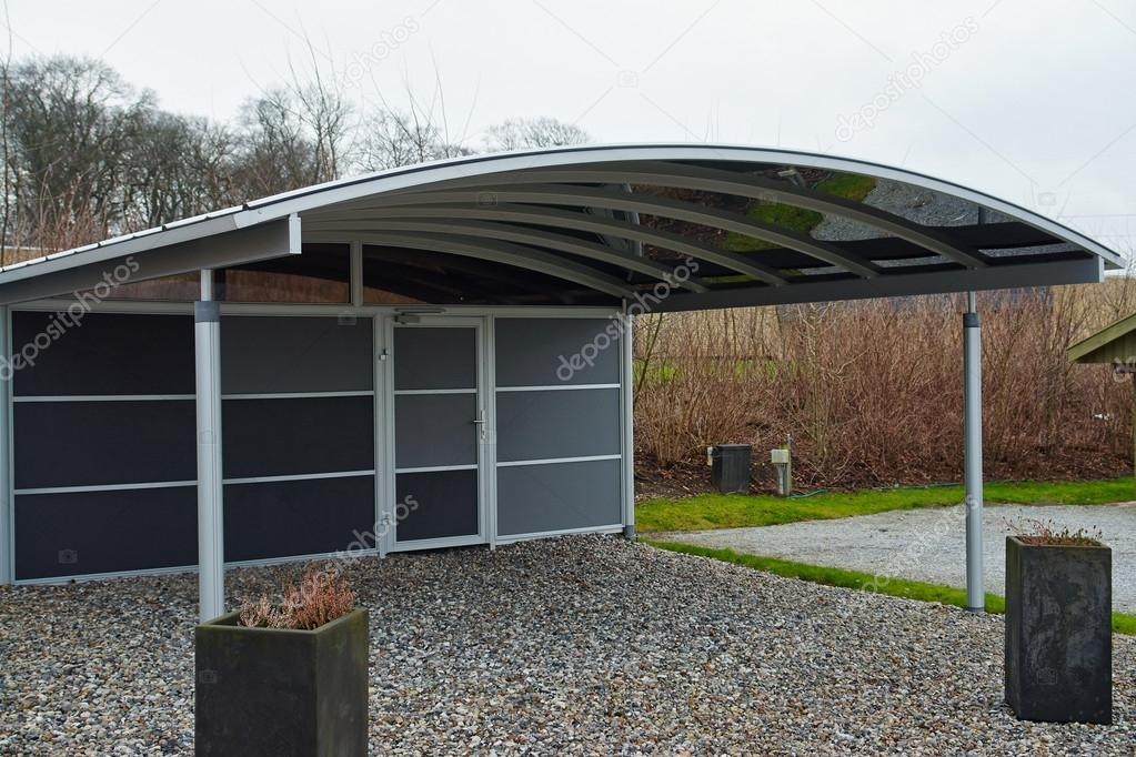 moderne carport garagenparkplatz stockfoto ronyzmbow 40632717. Black Bedroom Furniture Sets. Home Design Ideas