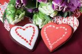 Gingerbread heart and tulips — Stock fotografie