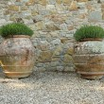 Classic tuscan huge terracotta flower pots — Stock Photo
